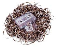 Сетноая-аналогов изолированная магнитофонная кассета с путать ленты Стоковое Фото