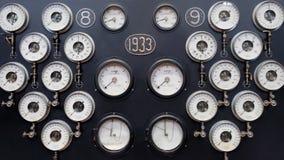 Сетноая-аналогов стена датчика Промышленное измерение пара воды сбор винограда бумаги орнамента предпосылки геометрический старый Стоковые Фотографии RF