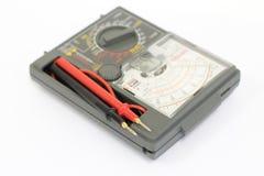 Сетноой-аналогов вольтамперомметр на белой предпосылке стоковые фото