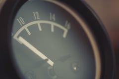 Сетноой-аналогов метр вольта автомобиля Стоковые Фото