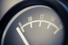 Сетноой-аналогов метр вольта автомобиля Стоковая Фотография