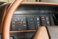 Сетноой-аналогов спидометр автомобиля Стоковое фото RF