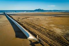 Сеть акулы и сеть медуз на пляже в Австралии Стоковые Изображения