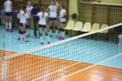 Сеть волейбола в зале спорта Стоковая Фотография