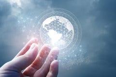 Сеть глобальна в руке Стоковые Изображения