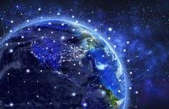 Сеть и обмен данными над землей планеты в космосе видимый co бесплатная иллюстрация