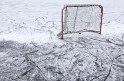 Сеть и снег хоккея пруда Стоковые Изображения RF