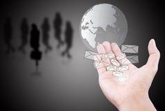 сеть почты руки глобуса нажимая social Стоковые Изображения
