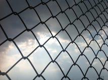 Сеть провода колючки в небе Стоковые Изображения