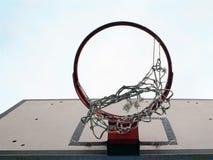 сеть сломанная баскетболом стоковое изображение