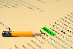 СЕТЬ - Слова выделяют в книге и карандаше Стоковая Фотография
