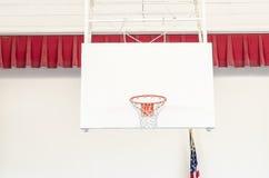 сеть цели баскетбола шарика вводя Стоковые Изображения