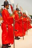 Красный цвет воинов рядка Spears дворец Gyeongbokgung Стоковое Изображение