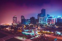СЕУЛ, ЮЖНАЯ КОРЕЯ - 14-ОЕ АВГУСТА 2015: Панорама ночи острова Yeouido - известного финансового района Сеула, Южной Кореи Стоковые Изображения RF