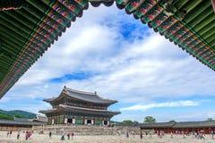 СЕУЛ, ЮЖНАЯ КОРЕЯ - 17-ОЕ ИЮЛЯ: Дворец Gyeongbokgung самое лучшее Стоковые Изображения RF