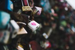 СЕУЛ, ЮЖНАЯ КОРЕЯ, 26-ое октября 2016: Множество ключа для всех замков запе стоковое изображение rf