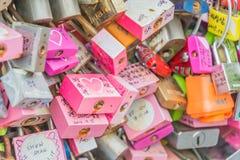 СЕУЛ, ЮЖНАЯ КОРЕЯ - 29-ое октября: Церемония ключа влюбленности на n Seo Стоковые Фотографии RF