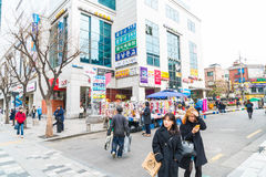 Сеул, Южная Корея - 8-ое марта 2016: Зона Hongdae, Hongik на Марк Стоковое Изображение RF