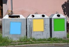 Селективные мусорные ящики стоковое изображение rf
