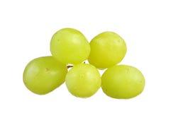 Селективный фокус виноградин зеленого цвета пука изолированных на белизне Стоковое Изображение