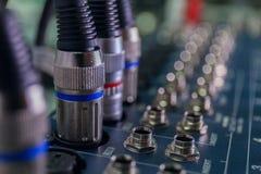 Селективный фокус конца ядрового смесителя вверх по макросу кабелей стоковое фото