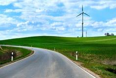 Сельская извилистая дорога в весеннем времени Стоковая Фотография