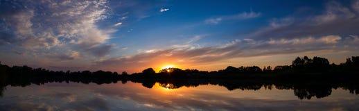 Сельская местность захода солнца Стоковая Фотография