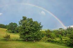 сельская местность над радугой Стоковая Фотография RF
