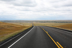 Сельская дорога в Монтане, США Стоковые Фотографии RF