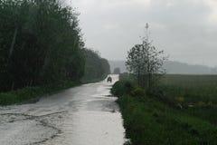 Сельская дорога в дожде Стоковые Фотографии RF