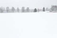 Сельская дорога на зимний день Стоковая Фотография RF