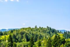 Сельские дома на холме Стоковые Фотографии RF