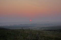 Сельский ландшафт, солнечный заход солнца в поле Стоковое фото RF