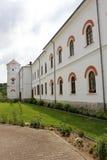 Сельский ландшафт с старым монастырем в Румынии Стоковая Фотография RF