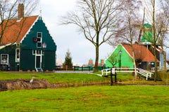 Сельский голландский пейзаж в деревне Zaanse Schans Стоковые Фото
