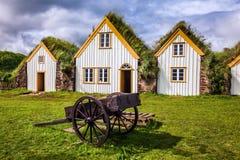 Сельский дом и старая тачка Стоковое Изображение RF