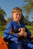 Сельский парень с трактором Стоковое Изображение RF