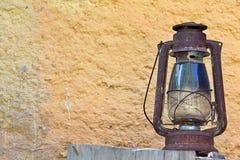 Сельский старый фонарик в Countryhouse Стоковые Фотографии RF
