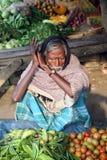 сельчанин овощей торговой сделки соплеменные Sonakhali, Индия Стоковая Фотография RF