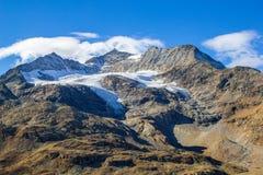 Сжимая ледник на горе Альп стоковая фотография