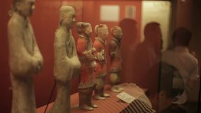СИАНЬ Китай 30-ое мая 2012: Китайский старый дисплей культурной реликвии в музее Шэньси акции видеоматериалы