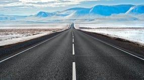 Сибирская трасса к горам Стоковое Фото