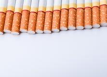 Сигарета на белой предпосылке для текстуры Стоковое фото RF