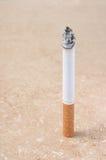 сигарета осветила Стоковые Фото