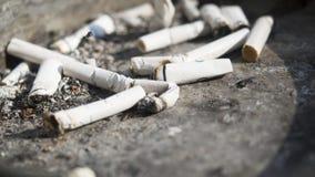 Сигареты в ashtray Стоковая Фотография