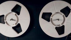 Сигнал-в магнитофоне с закручивая вьюрками акции видеоматериалы