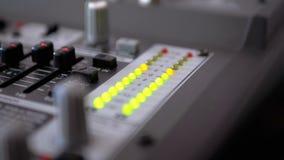 Сигнал индикатора СИД ровный на ядровой смешивая консоли видеоматериал