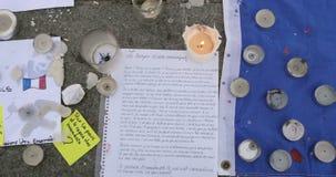 Сигнал вне от унылого стихотворения около статуи после нападений Парижа сток-видео