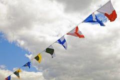 Сигнальные флаги военного корабля против облаков Стоковая Фотография