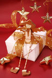 сидеть подарка коробки ангела деревянный Стоковые Фото